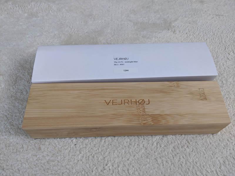 VEJRHOJ(ヴェアホイ)は木製ケースに入ってます